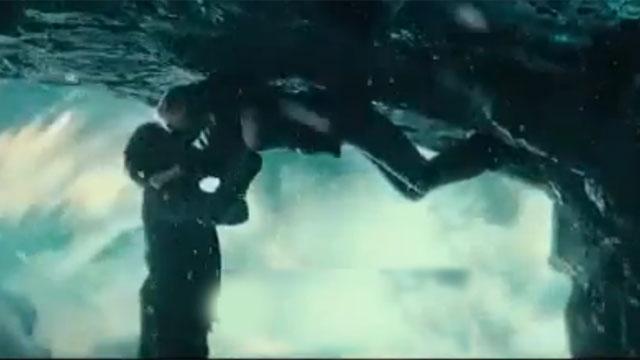 """Kristen Dunst and Jim Sturgess practice a unique kissing technique in """"Upside Down""""."""