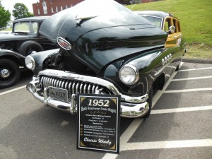 1952 Buick Woody - Check out that grill and the signature bumper!