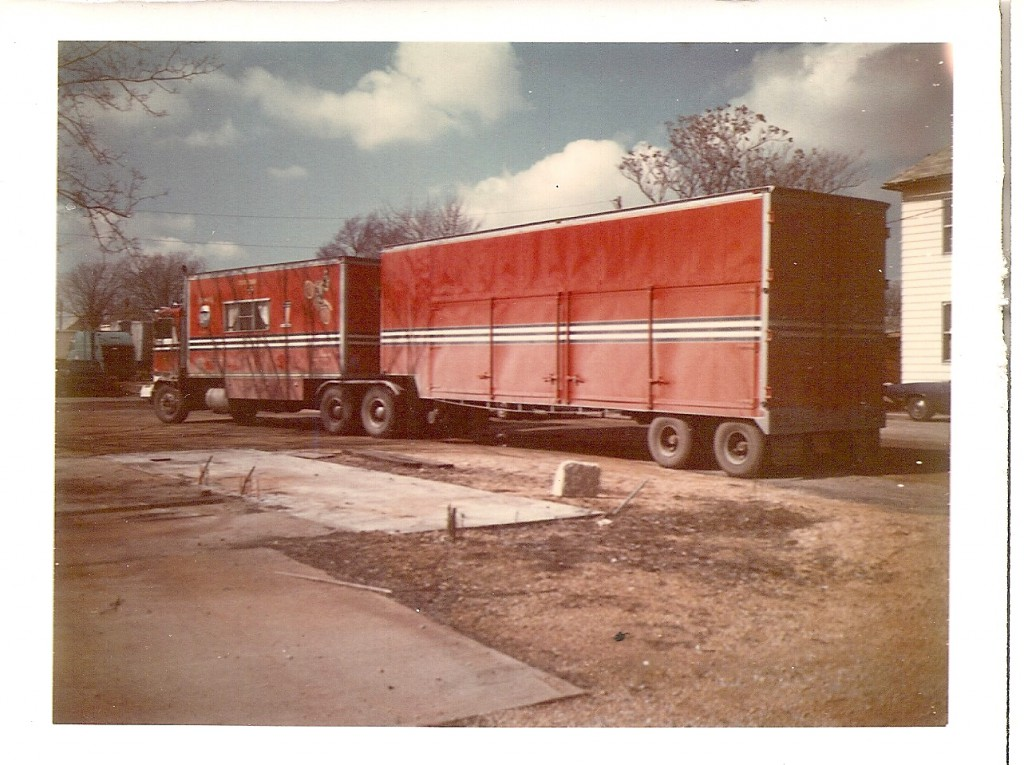 This is the big Kenworth rig that Lee drove. The cab and the box behind it are one unit and contain Evel's dressing room. The trailer in the back contains ramps and vehicles.