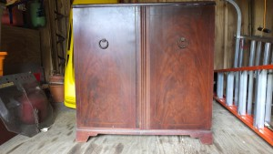 The mahogany cabinet is in nice condition. The veneer is almost perfect and requires gluing only on the left door. This was the dominant furniture style in the late '40's and early 1950's.